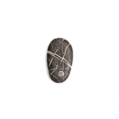 14. Koester kiezelsteen, 5 cm, zilver, € 175