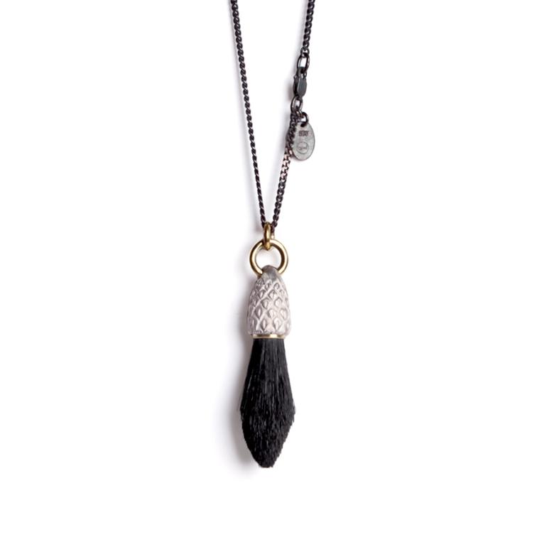 4. Koester haarhanger zilver, 4.8 cm, koper, geitenhaar, € 275