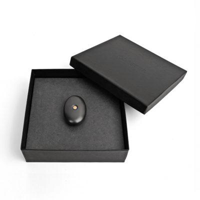 elke Koester wordt geleverd in bijpassende doos incl. houten display