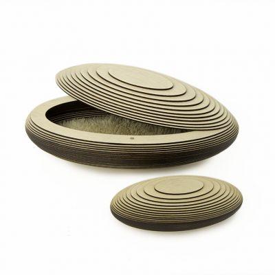 2. Prematuur kistje, hout, 2,9 ltr inhoud - 39 cm, € 550 & Mini urn, hout, 0,4 ltr inhoud -22 cm, € 250