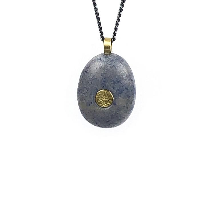Koester ashanger chalcedoon,1,9 cm,18 krt goud, zilver, € 275